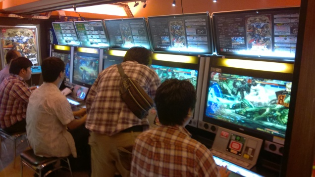 People playing Guilty Gear Xrd! Note that Sol and Ky are VERY popular.